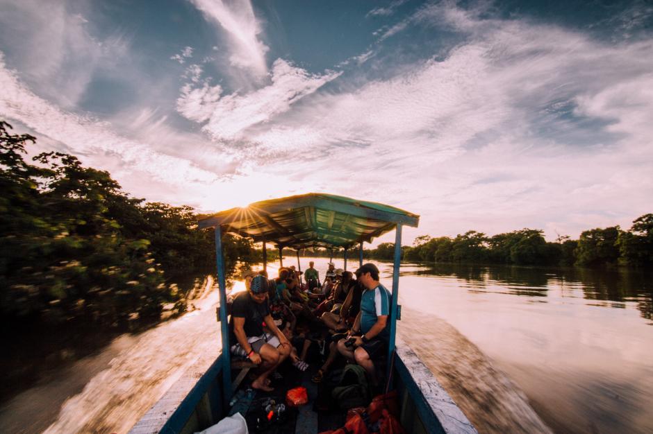 Para llegar hasta el arroyo Teodoro, se debe tomar una lancha en Sayaxché y recorrer unos 32 kilómetros aproximadamente para encontrar el tesoro natural. (Fabriccio Díaz)