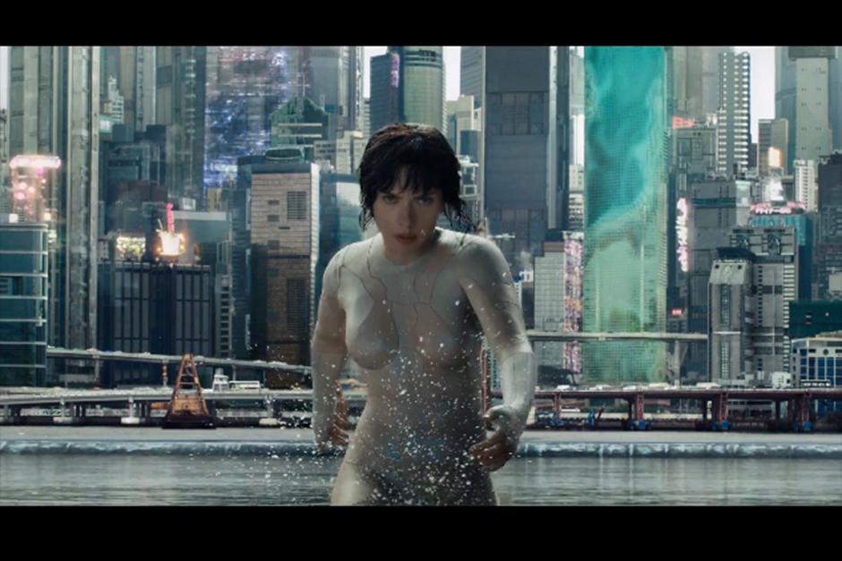 En el nuevo material se ve a la actriz en acción con su nuevo traje invisible. (Foto: Archivo)