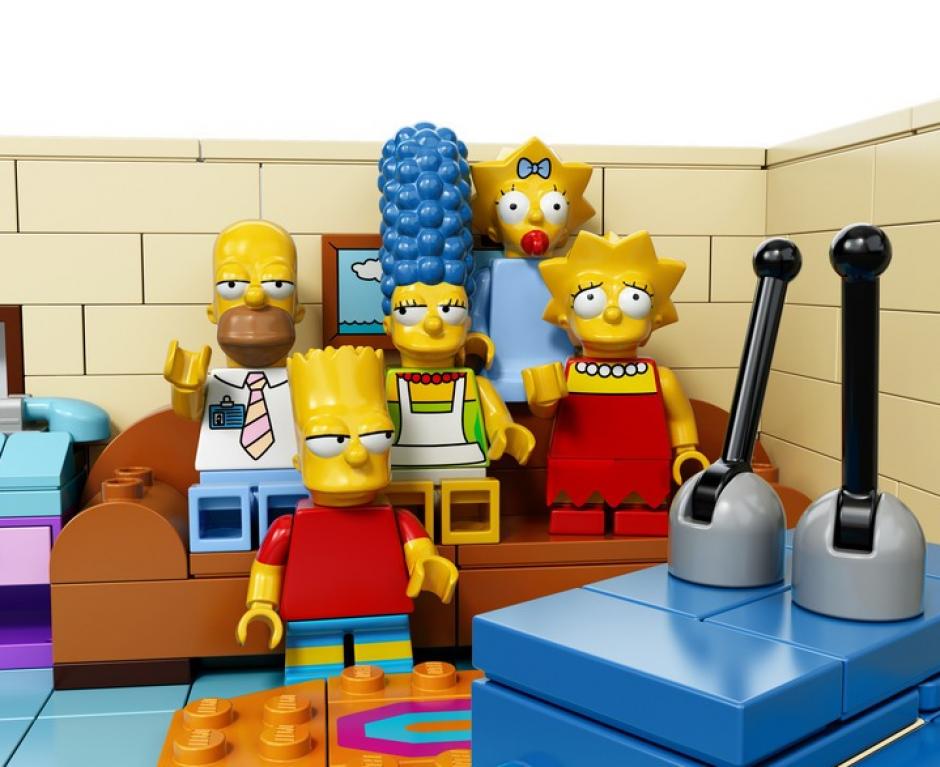 Otros personajes que salen son Lisa, Bart, Marge Simpson.