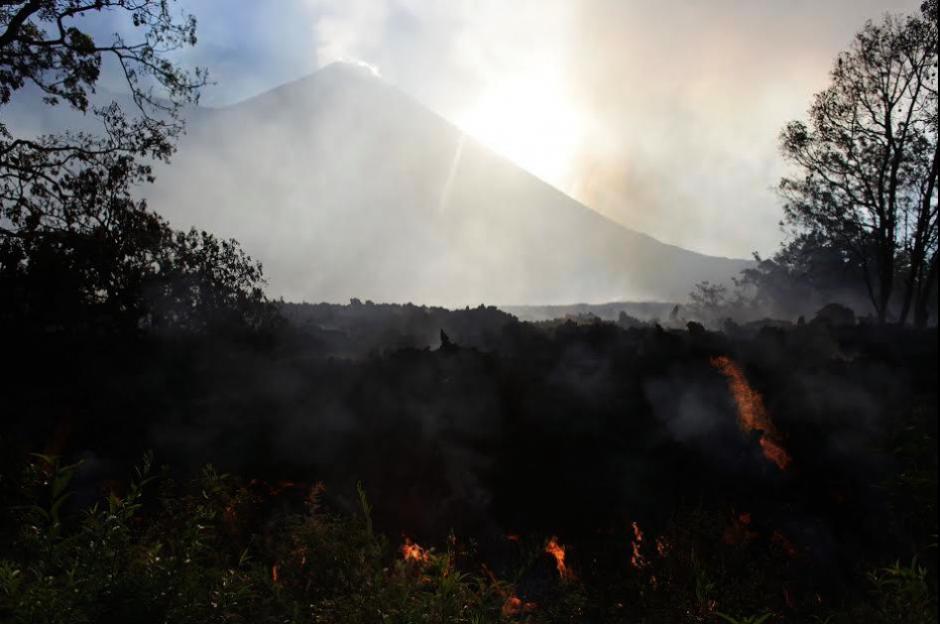Se mantiene la prohibición de ascender al Parque Nacional del Pacaya para evitar tragedias. (Foto: Twitter/Conred)