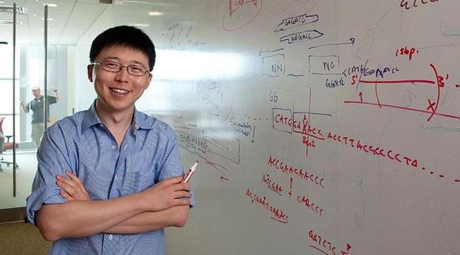 Feng Zhang, tiene solo 32 años y trabaja en el Instituto Tecnológico de Massachussets en Cambrige (EE.UU). Junto a su equipo, en 2013 logró desarrollar el sistema CRISPR para editar genomas de forma económica y sencilla imitando un mecanismo de las bacterias. El uso de esta técnica puede tener muchas aplicaciones médicas, especialmente para el tratamiento de enfermedades neuropsiquiátricas. (Foto: MIT)