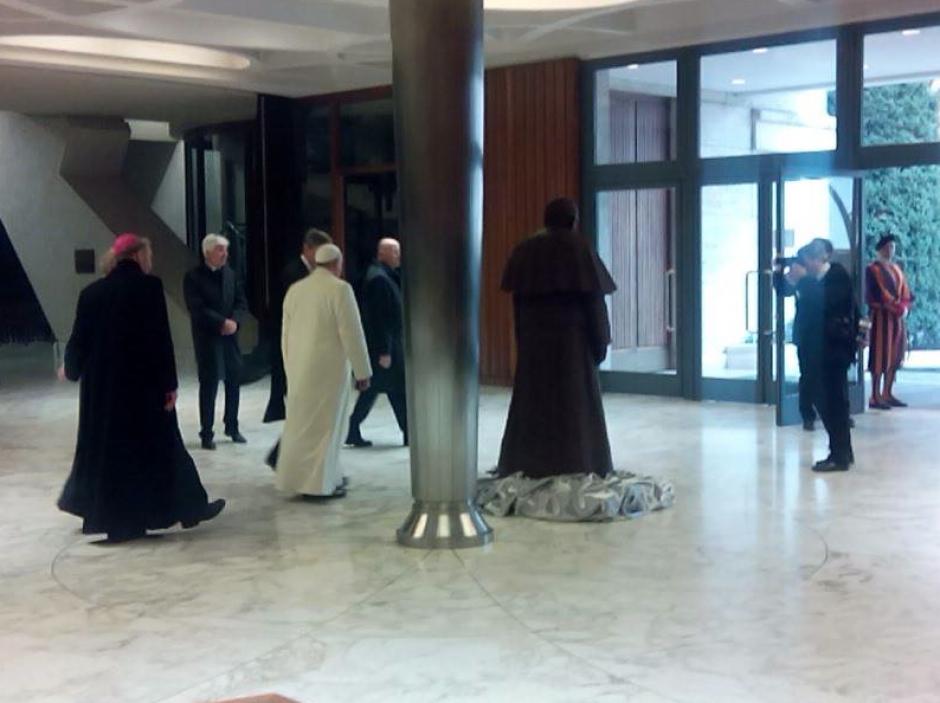 Esta estatua es uno de los regalos más extraños recibidos por el Sumo Pontífice. (Foto: Mirco della Vecchia)