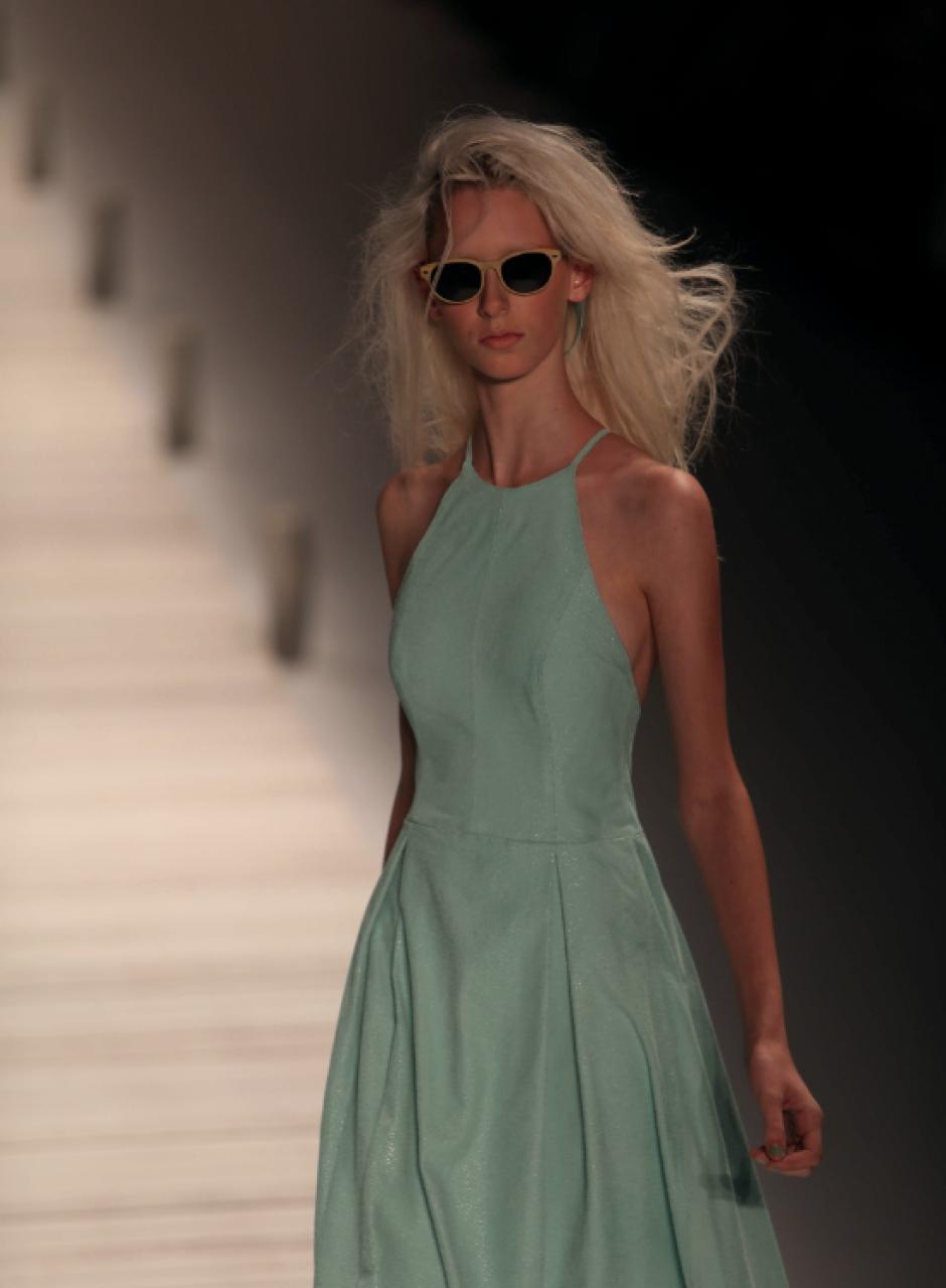 Una modelo luce una creación de Patricia Vieira durante un desfile hoy, martes 8 de abril de 2014, en la vigésimo quinta edición de la Semana de la Moda de Río de Janeiro, evento que se realizará hasta el próximo viernes en esa ciudad. (Foto: EFE)