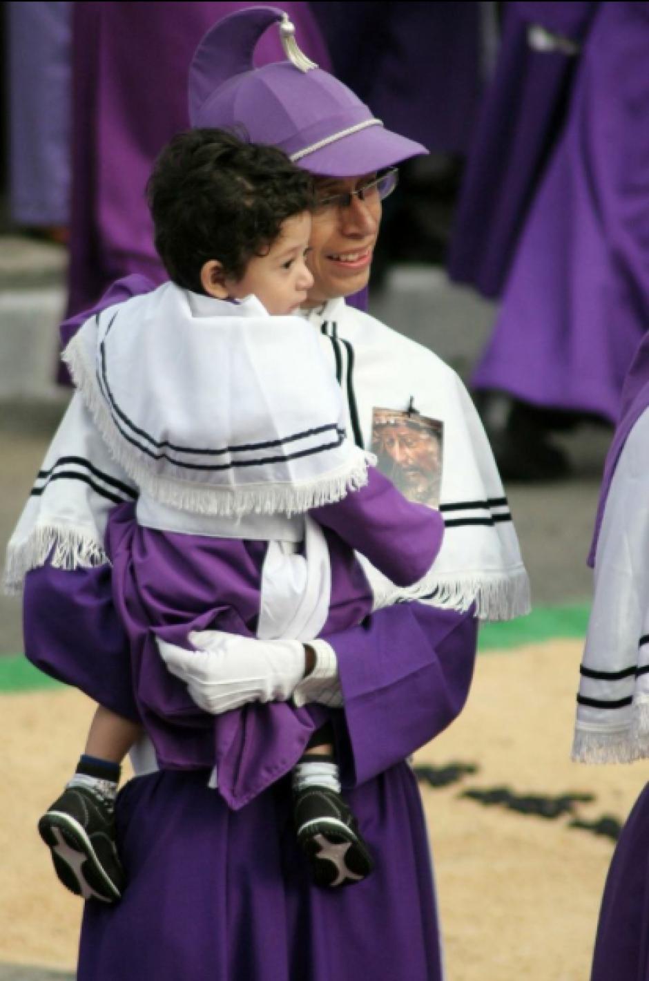 Pequeños y grandes participan de esta tradición centenaria. (Foto: Raúl Illescas/Soy502)