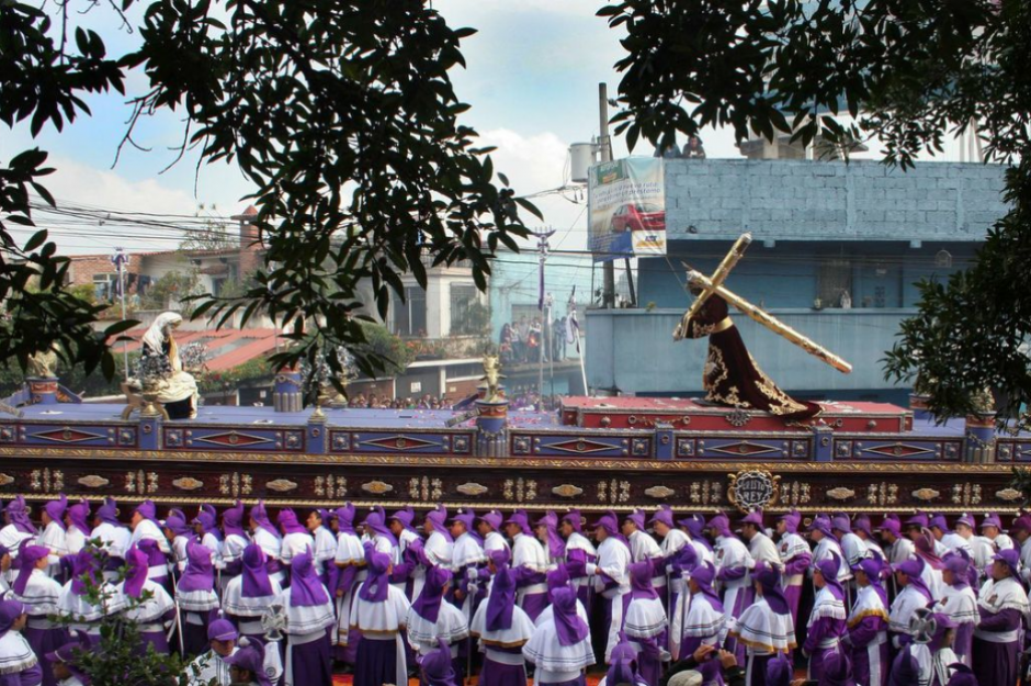 Aproximadamente 13 mil cucuruchos participarán de esta procesión. (Foto: Raúl Illescas/Soy502)
