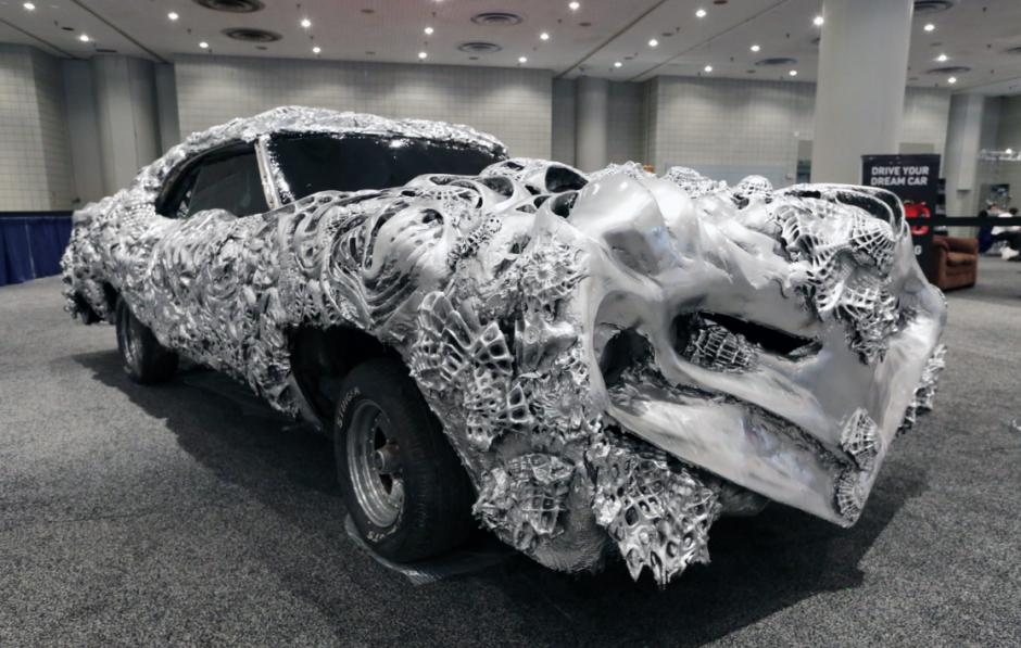 Un Ford Torino 1971 pintado en 3 dimensiones con metal líquido hoy, jueves 17 de abril de 2014, en el Salón Internacional del Automóvil de Nueva York 2014, en el centro Jacob K. Javits de Nueva York. (Foto: EFE/Jason Szenes)