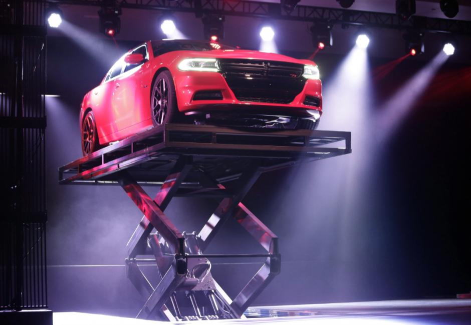 El modelo Dodge Charger 2015 es exhibido hoy, jueves 17 de abril de 2014, en el Salón Internacional del Automóvil de Nueva York 2014, en el centro Jacob K. Javits de Nueva York (Foto: EFE/Jason Szenes)
