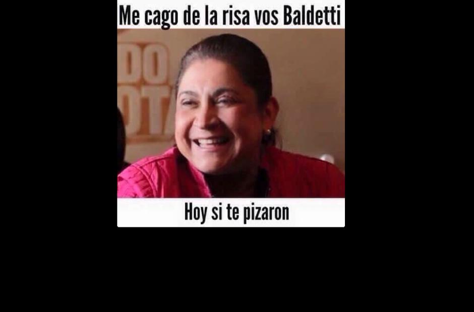 La primera dama de la nación, Rosa Leal, también ha sido incluida en la ola de memes. (Foto: Muladas/facebook)