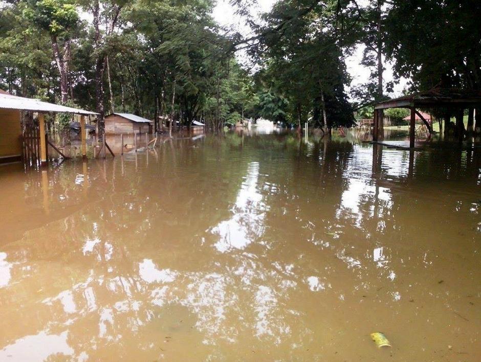 Calles completas parecen ríos después de las intensas lluvias en la FTN. (Foto: ElportaldeFray.com)