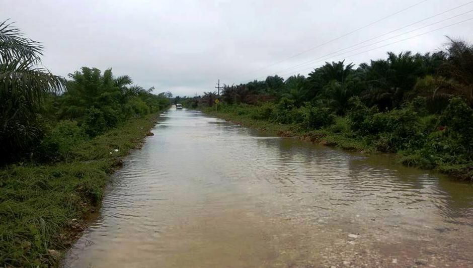 Las inundaciones podrían complicarse si las fuertes lluvias cotinúan. (Foto: ElportaldeFray.com)