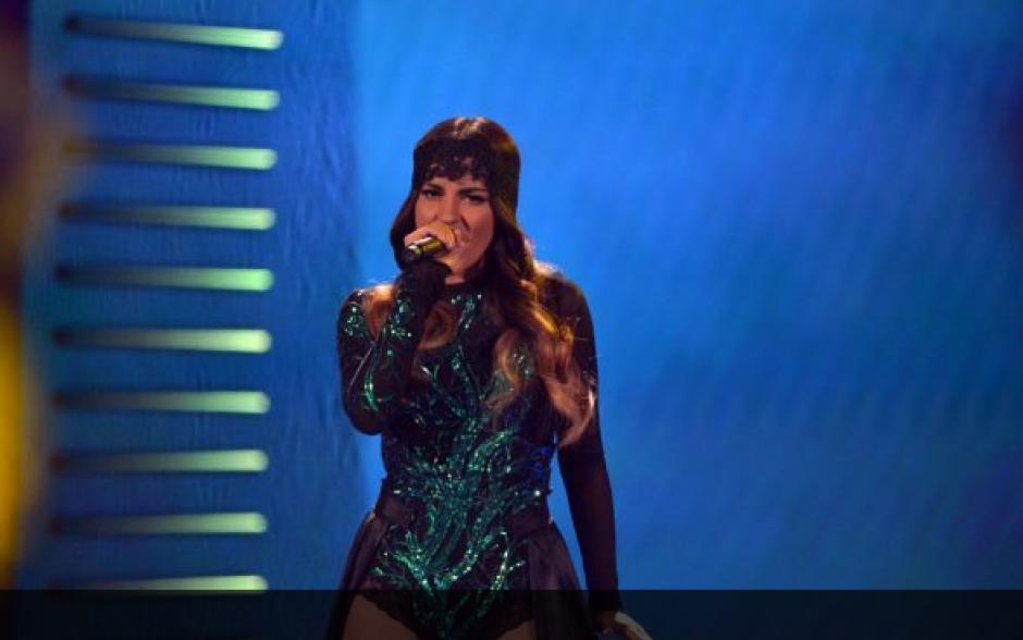 """Maite Perroni regreso a los escenarios de los Premios Juventud con el tema """"Vas a querer volver"""". (Foto: Univisión)"""