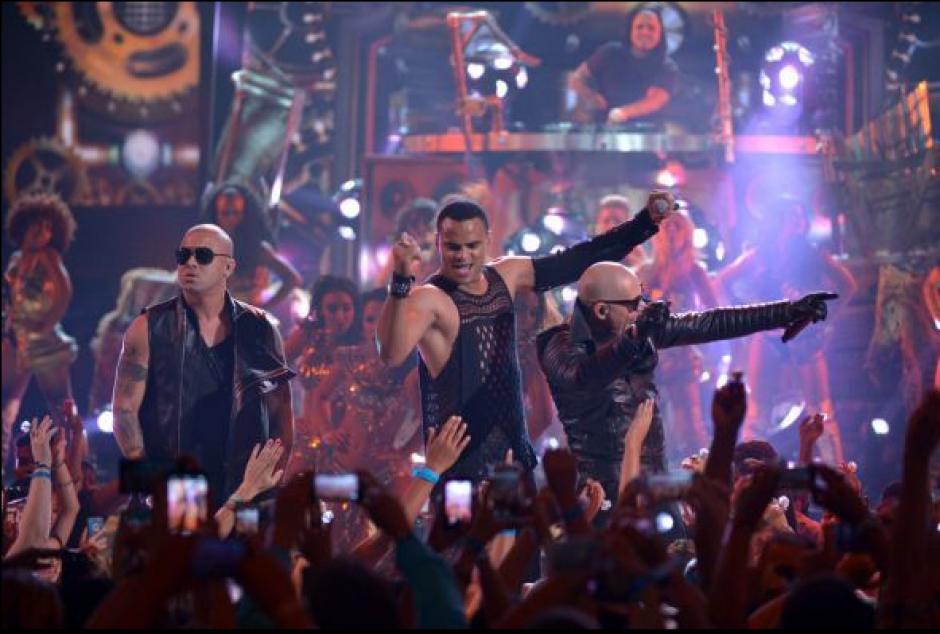 Pitbull, Wisin y Mohombi fueron los encargados de hacer una fiesta sobre el escenario de los Premios Juventud.(Foto: Univisión)
