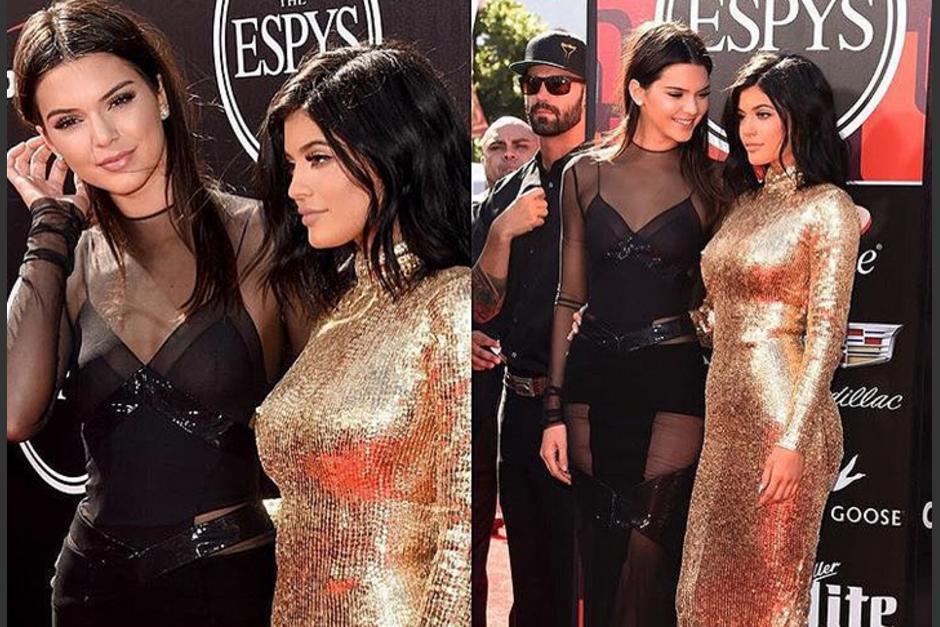 Kendall y Kylie Jenner captadas en una alfombra roja