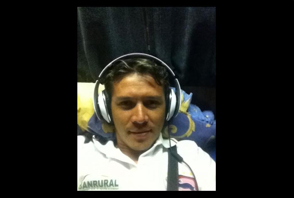 """El """"Flaco"""", como le decían a Villatoro, en uno de los viajes con el equipo de Mictlán.(Foto: Twitter)"""