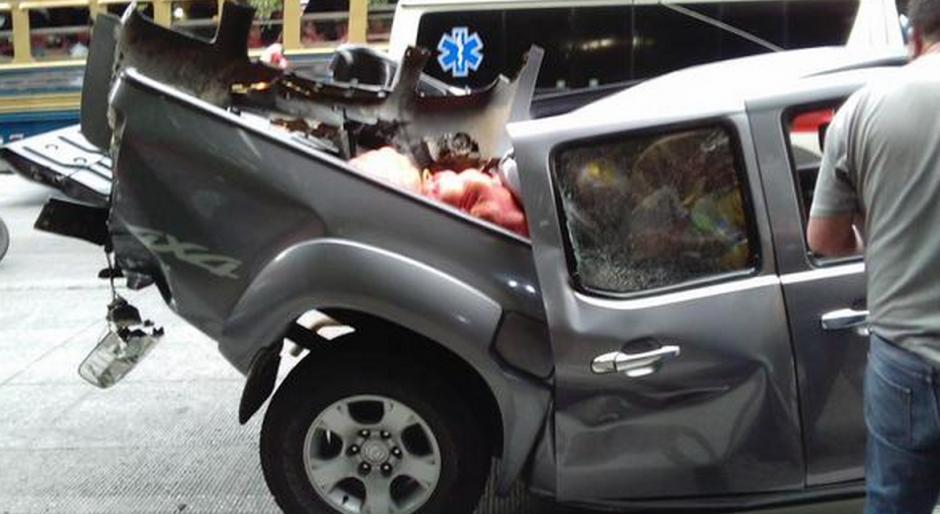 Algunos de los vehículos involucrados en el accidente quedaron destruidos. (Foto:@elbekgt)