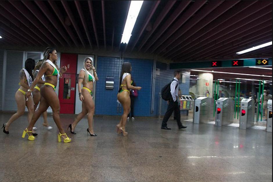 Las cinco aspirantes a Miss Bum Bum Brasil 2015, recorrieron por un buen rato el metro de Sao Paulo. (Foto: Miss Bum Bum)