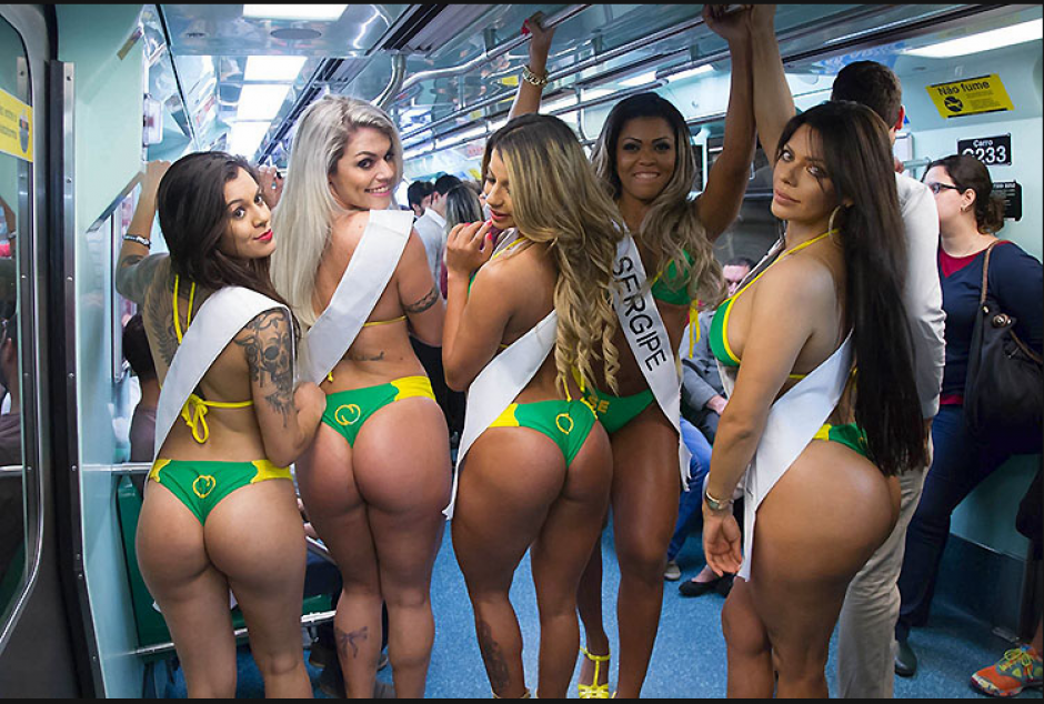 Cinco aspirantes al certamen Miss Bum Bum Brasil 2015, se pasearon en diminutos bikinis en el metro de Sao Paulo. (Foto: Miss Bum Bum)