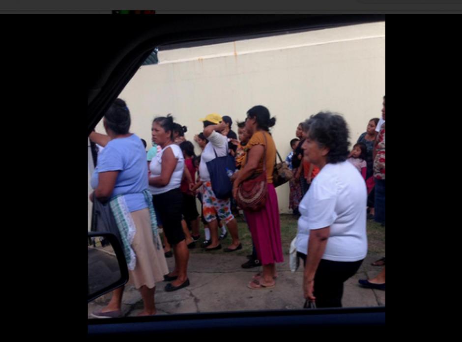 La mayoría de personas acudió de blanco a la protesta contra la CICIG. (Foto: Twitter/@BATC33)