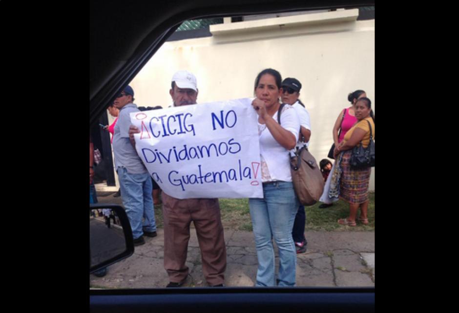 Con algunas pancartas demostraron su sentir. (Foto: Twitter/@BATC33)