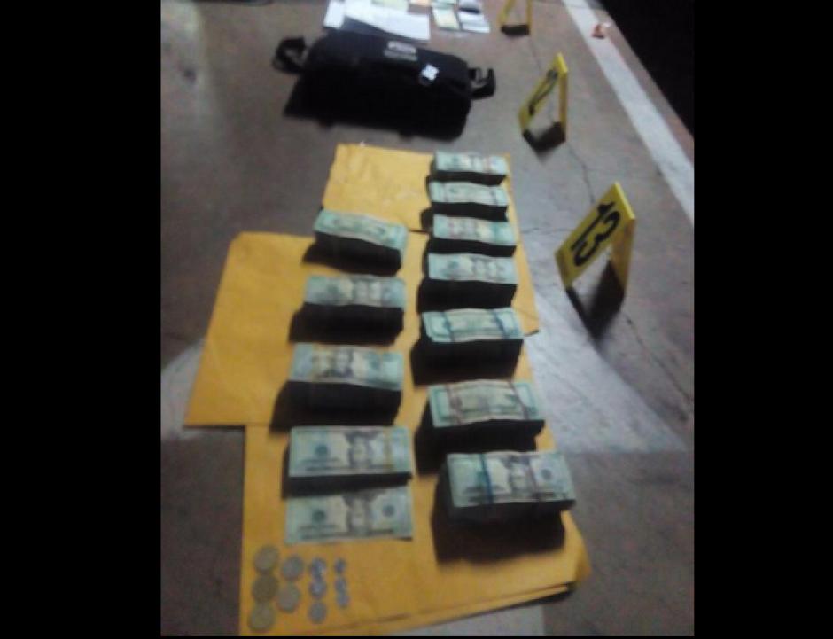 Todos los paquetes de dinero en dólares localizados por la PNC. (Foto: PNC)