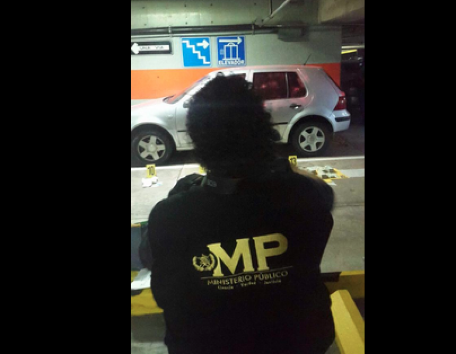 La fiscalía contra el lavado de dinero del MP realiza el conteo. (Foto: MP)