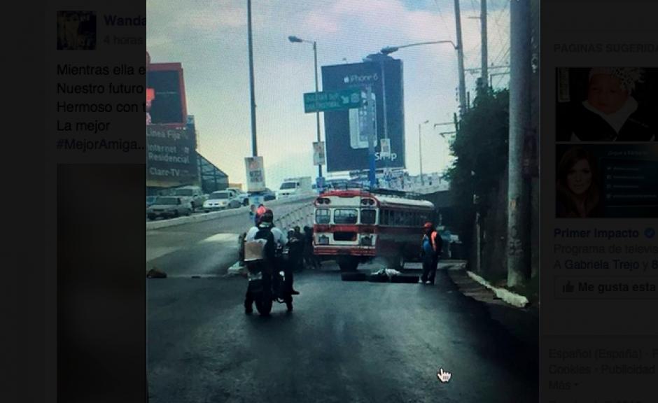Durante varias horas fue bloqueado el acceso a San Cristóbal. (Foto: Twitter)
