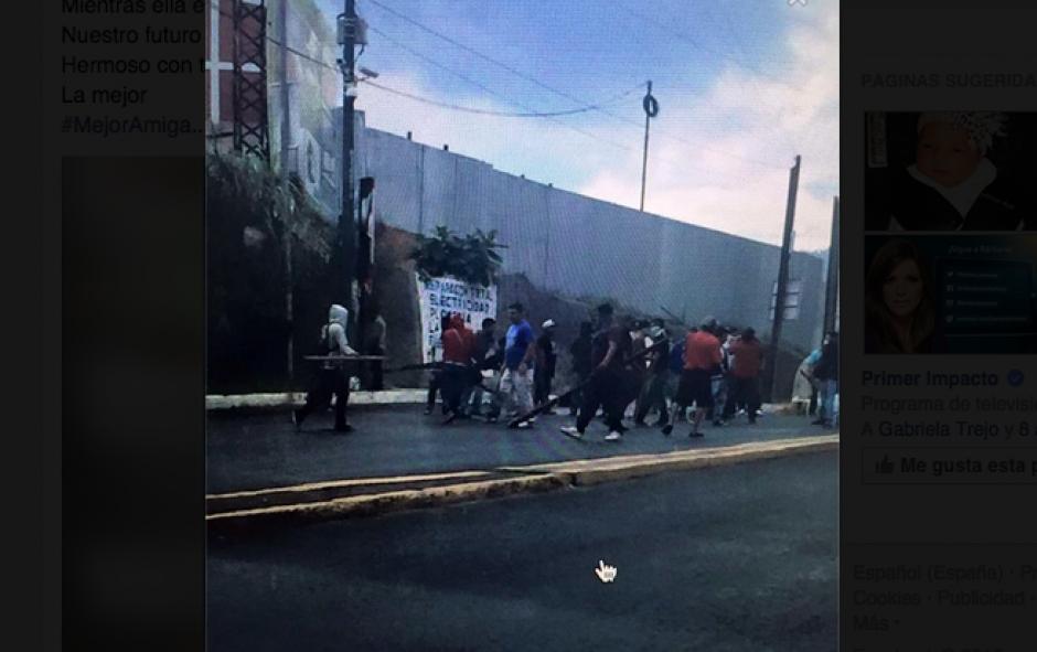El piloto y el ayudante de un bus de la ruta a Ciudad Peronia murieron tras un ataque armado en el Bulevar San Cristóbal zona 8 de Mixco. (Foto: Twitter)