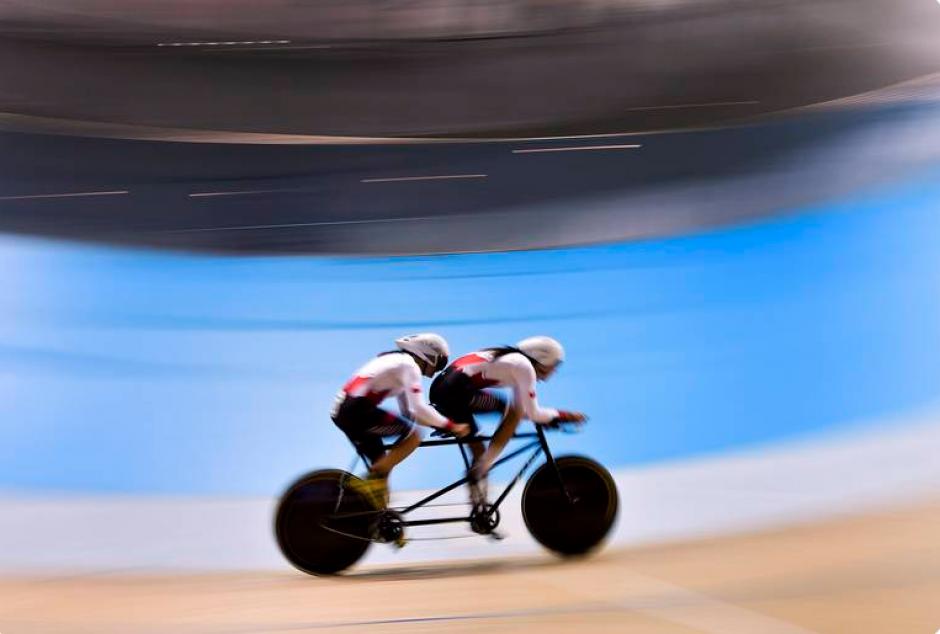 Robbi Weldon y Audrey Lemieux del equipo canadiense en la prueba de persecución individual de ciclismo. (Foto: Página oficial de los Juegos Parapanamericanos de Toronto 2015)