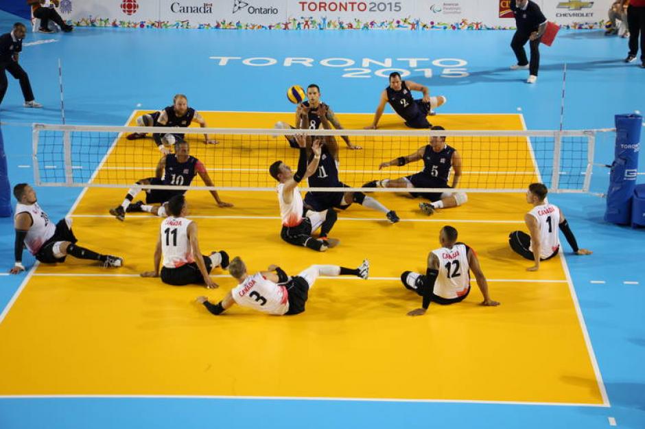 Una instantánea del encuentro de voleibol sentado, entre Estados Unidos y Canadá.(Foto: Página oficial de los Juegos Parapanamericanos de Toronto 2015)