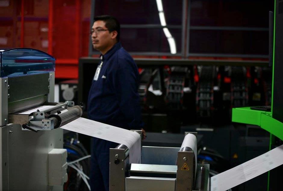 Tres máquinas como estas imprimen las papeletas electorales diariamente. (Foto: Wilder López/Soy502)