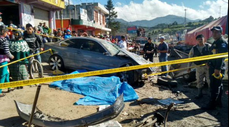 Cuatro muertos deja accidente de tránsito en el kilómetro 189 de la Ruta Interamericana. (Foto: Twitter/@stereo100xela)