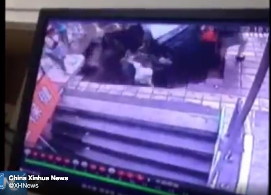 Tierra se traga a cinco personas en china foto