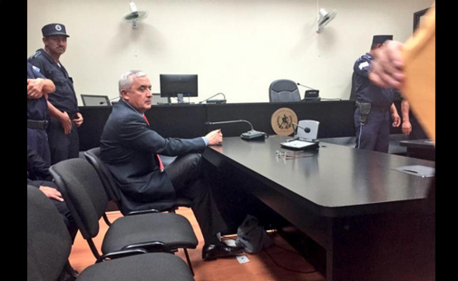 El mandatario ya está en Tribunales para saber los motivos que lo llevaron a entregarse a la justicia. (Foto: Evelyn De León/Soy502)