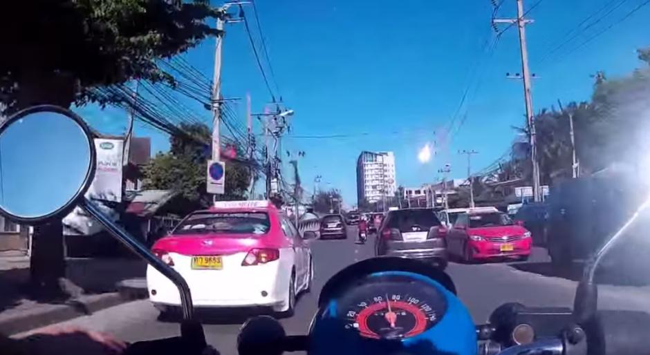 Ciudadanos tailandeses fueron testigos de la caída de un supuesto meteorito