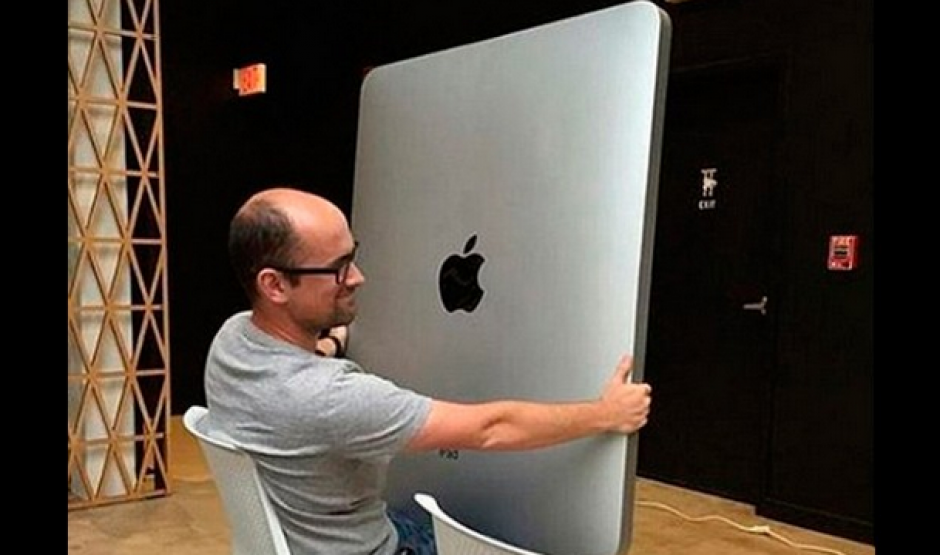 Los cibernautas se burlan del tamaño de la nueva tableta iPad Pro. (Foto: Instagram/humanx86
