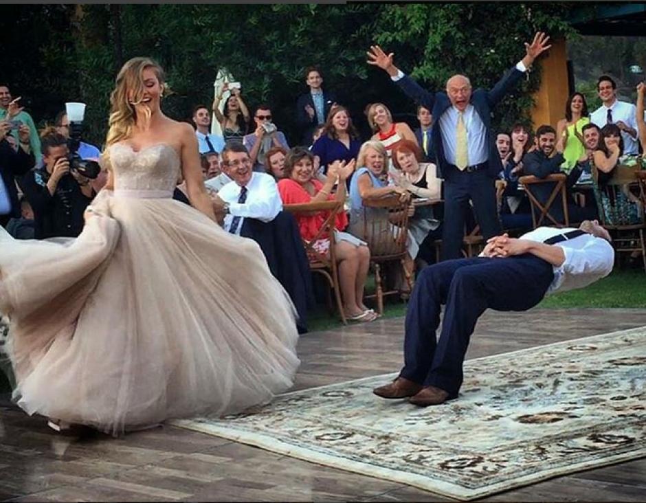 truco en su baile de bodas foto
