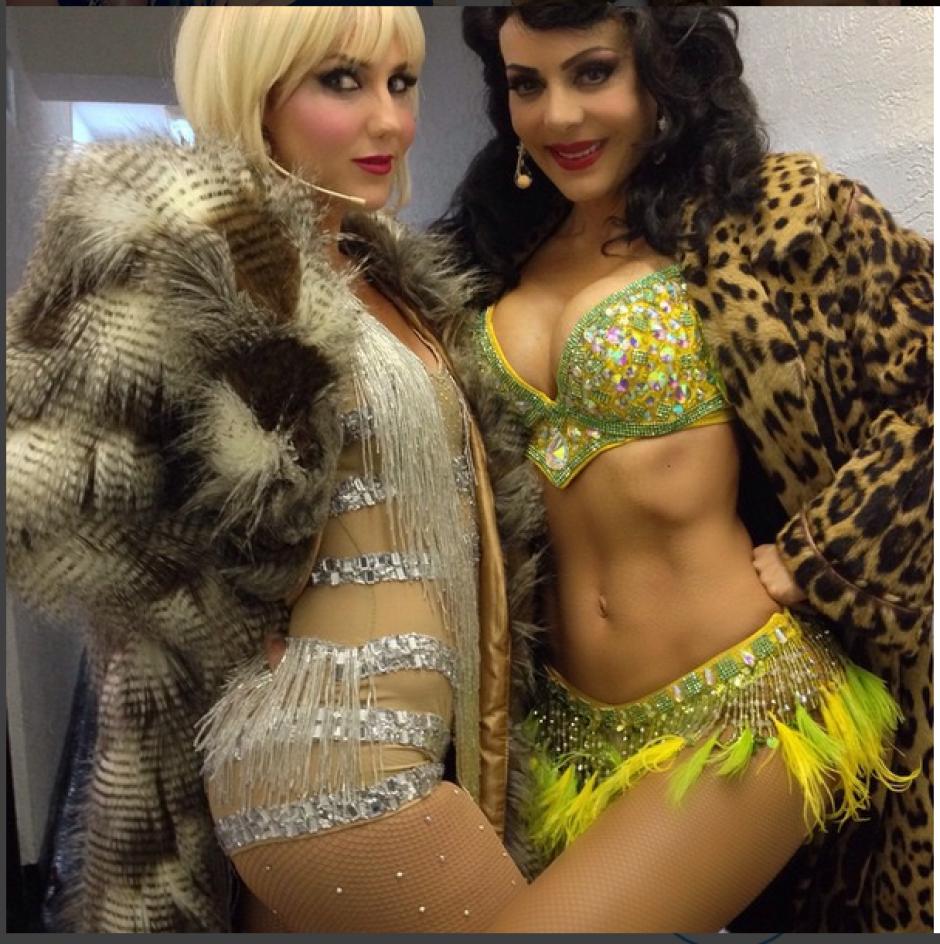 En esta fotografía aparece acompañada de la actriz Karenka antes de una presentación teatral.(Foto: Instagram Maribel Guardia)