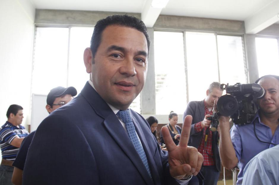 Jimmy Morales saluda previo a votar, el pasado 6 de septiembre, en primera vuelta, donde fue ganador cómodamente. (Foto: Archivo/Soy502)