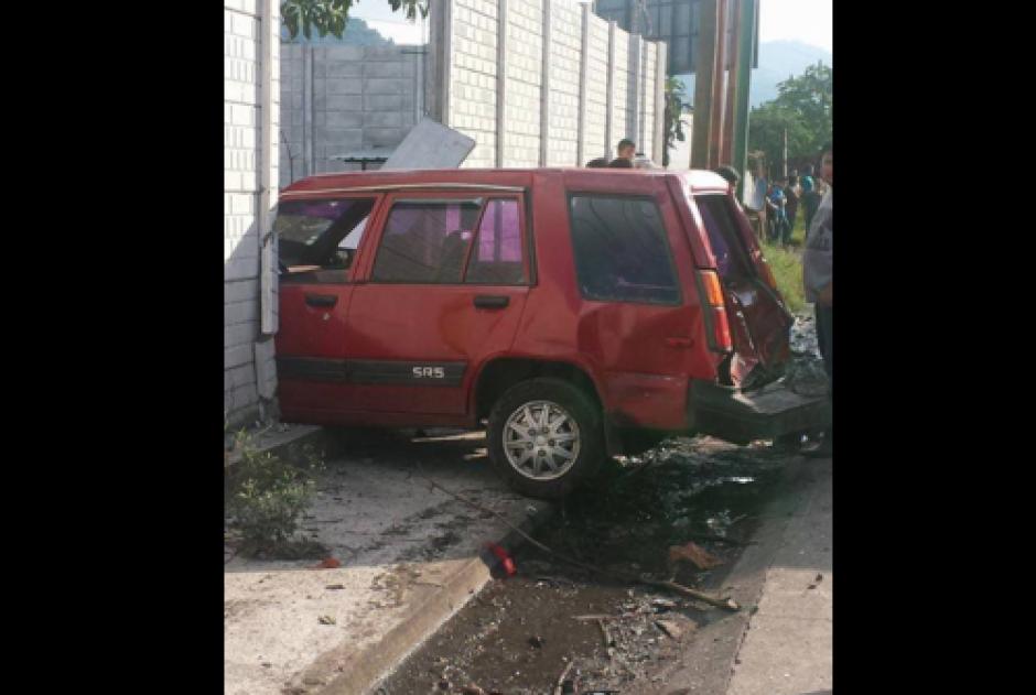 Los carros al parecer se conducían en contra de la vía. (Foto: Facebook/Pampichi News Amatitlan)