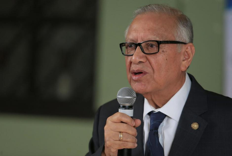 El Presidente Maldonado explicó que no quiere despedir gente, pero que no pueden mantener plazas ociosas. (Foto: Presidencia)
