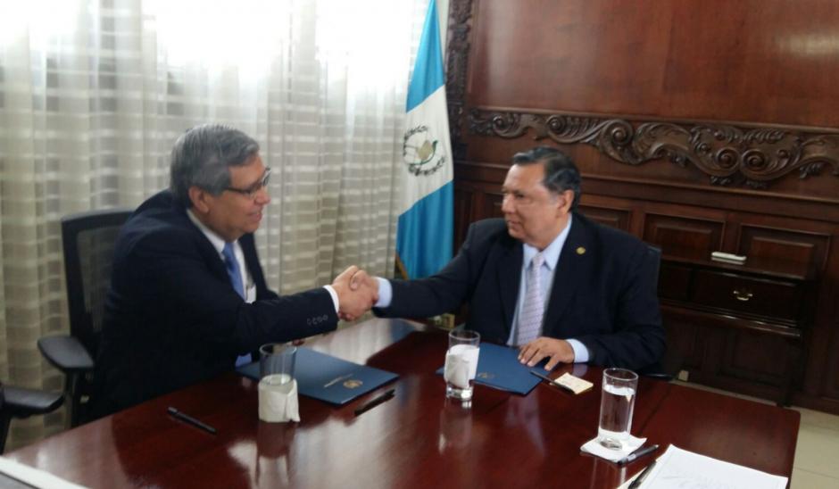 La primera reunión entre los vicepresidentes, actual y electo, permite el inicio del proceso de transición. (Foto: Soy502)