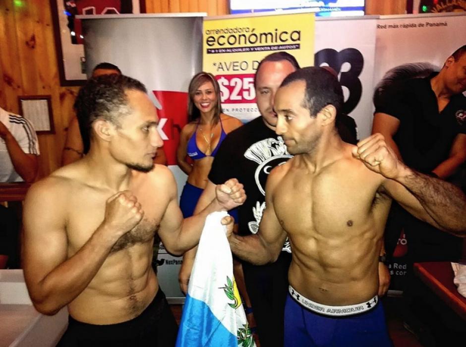 Erick Urbina en la previa de la pelea, siempre con la bandera de Guatemala. (Foto: Facebook de Erick Urbina)