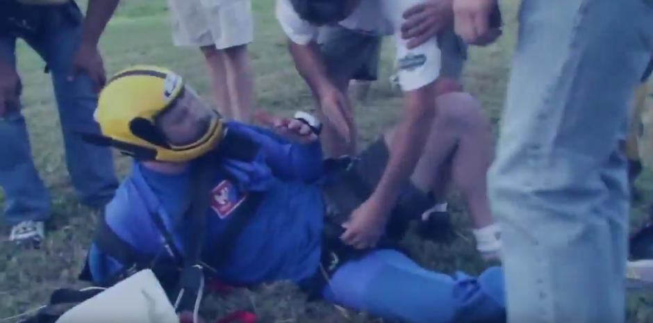 El paracaidista Fernando Gava se encuentra a salvo tras su aventura. (Imagen: YouTube)