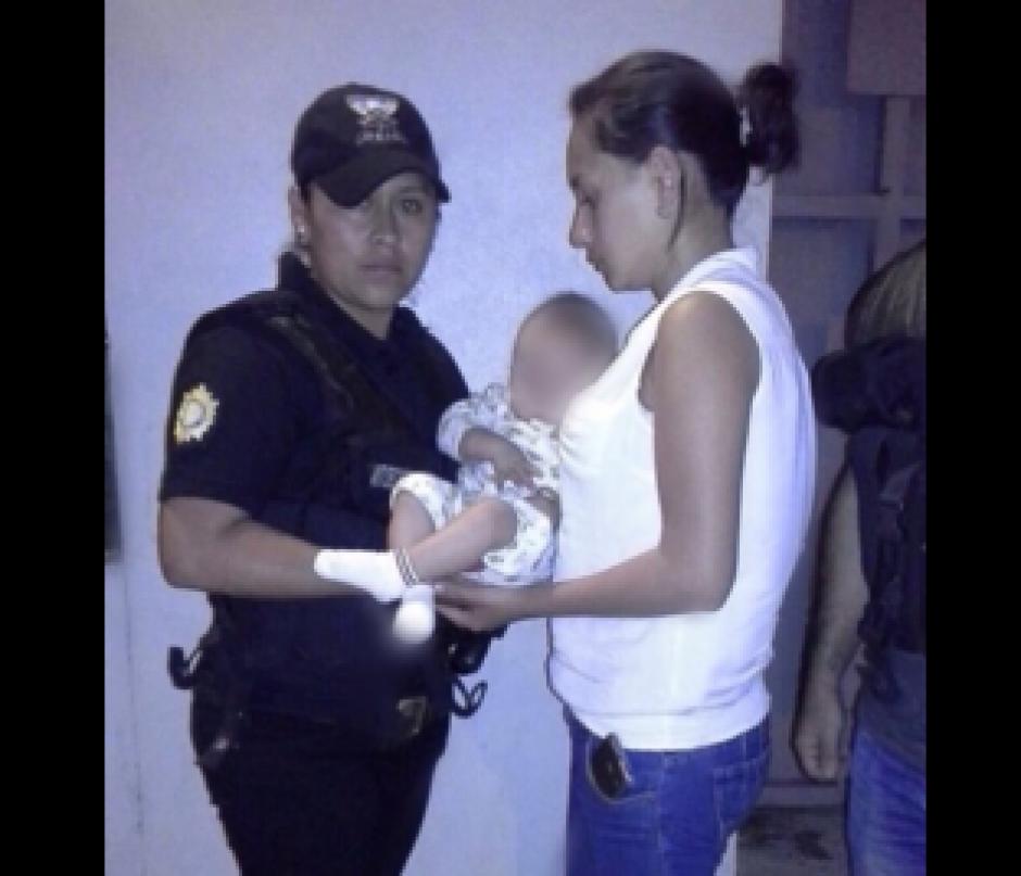 Las autoridades de momento entregaron al bebé a su mamá, pero las investigaciones continúan. (Foto: PNC)