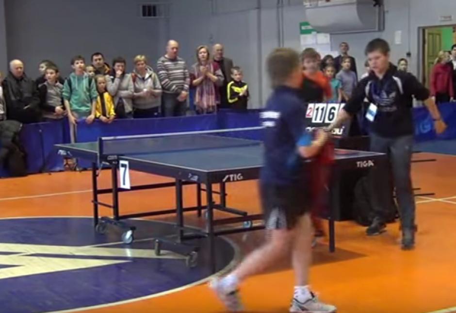 Un tranquilo juego se transformó en un hecho violento debido al temperamento de un jugador de tenis de mesa