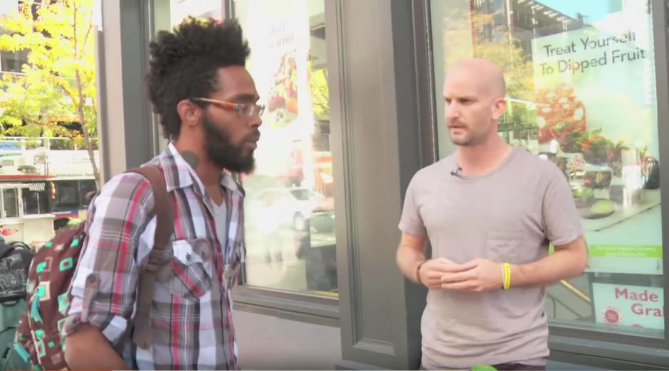 La historia de James Moss, un padre soltero sin hogar, se viraliza en redes sociales. (Imagen: YouTube)