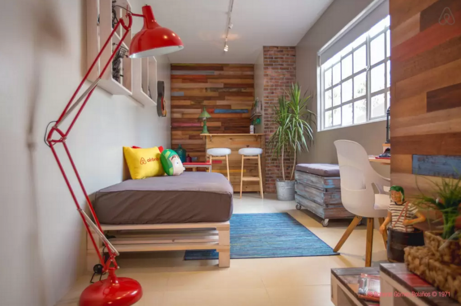 """La vecindad de """"El Chavo del 8"""" fue recreada en un espacio en la ciudad de México.(Foto:Airbnb)"""