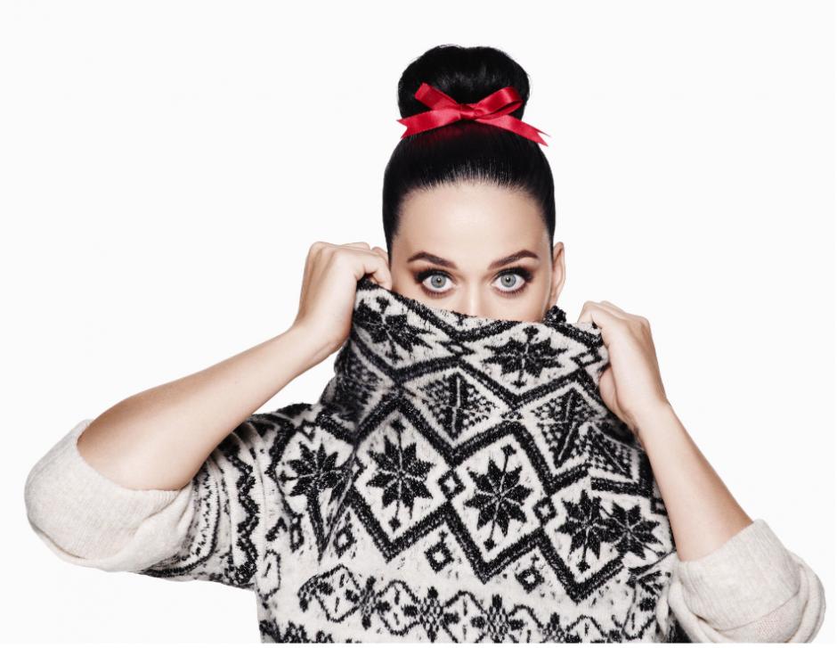 La hermosa Katy Perry luce prendas navideñas. (Foto: H&M)