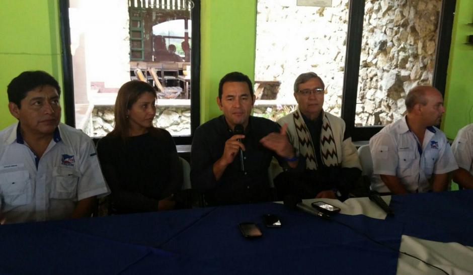 Durante la conferencia de prensa, Morales explicó que aún no ha nombrado a ningún funcionario. (Foto: Equipo de comunicación de Jimmy Morales)