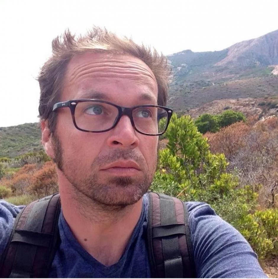 El camarógrafo de noticias del canal France24, Mathieu Hoche de origen francés murió durante el atentado ocurrido en el Bataclán. El jóven era padre de un niño de seis años de edad. (Foto: www.sopitas)